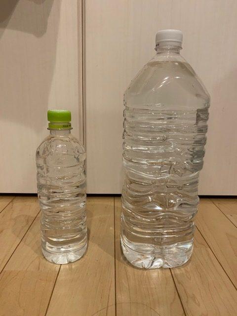 混ぜた2lのペットボトルと水だけの500mlペットボトル