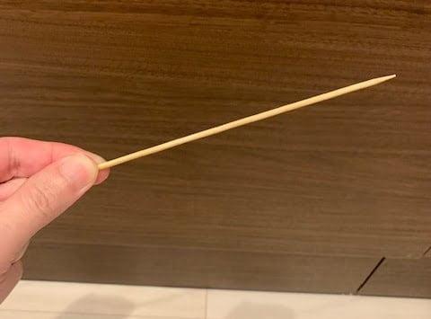 混ぜる為の竹串を用意する