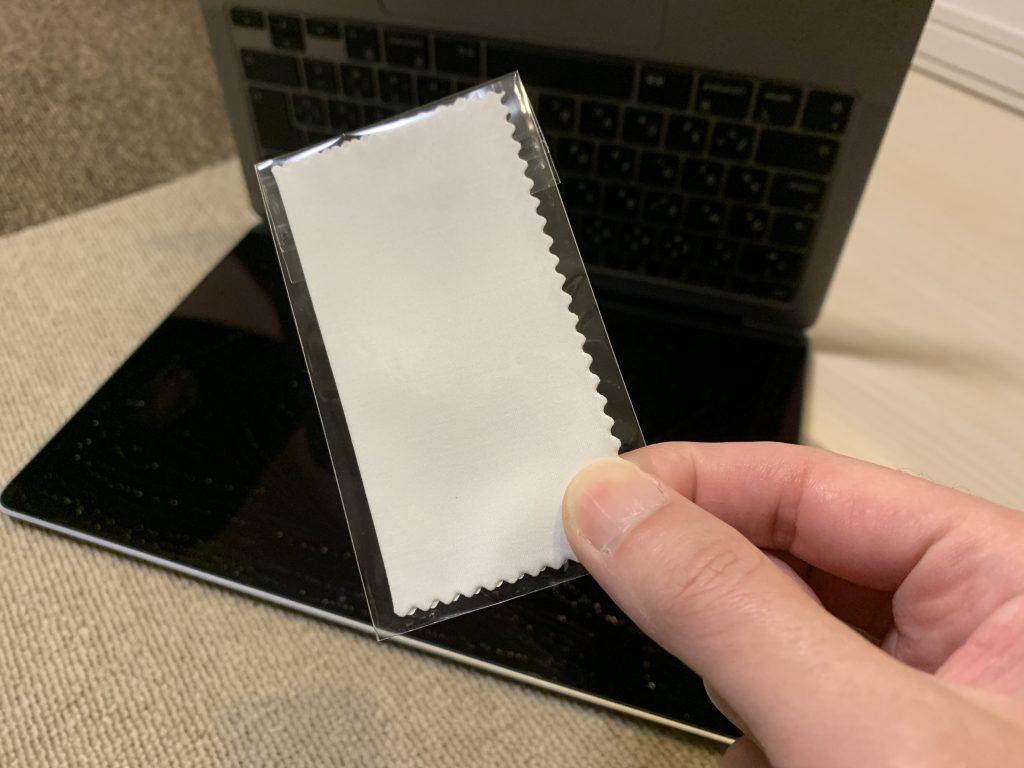 NIMASO アンチグレア フィルム MacBook Air/Pro 13インチに付属している画面を綺麗にする布の画像