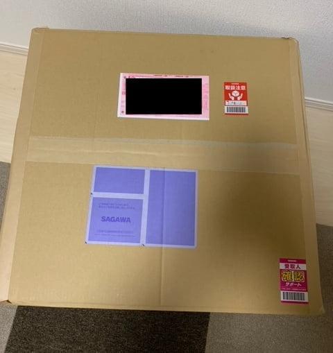 送付キットの梱包を完了させ、取扱シールを張った画像