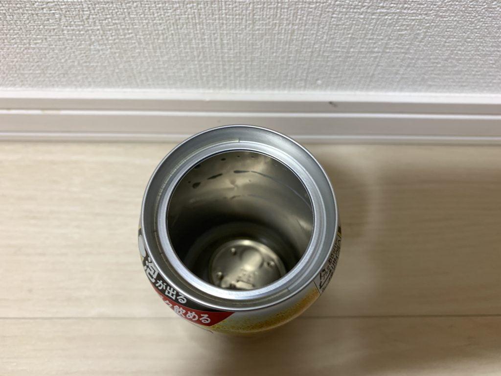 アサヒ スーパードライ 生ジョッキ缶本体にフタをしまう2