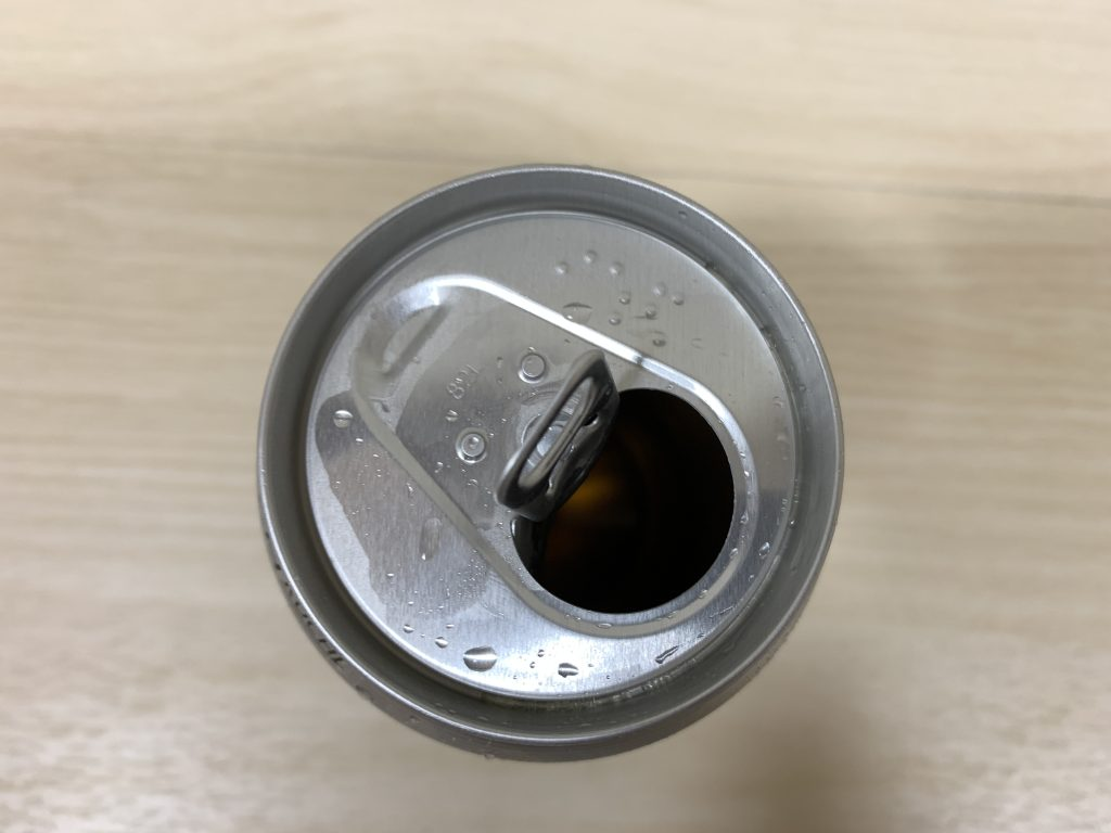 アサヒ スーパードライ 通常缶の泡の状態